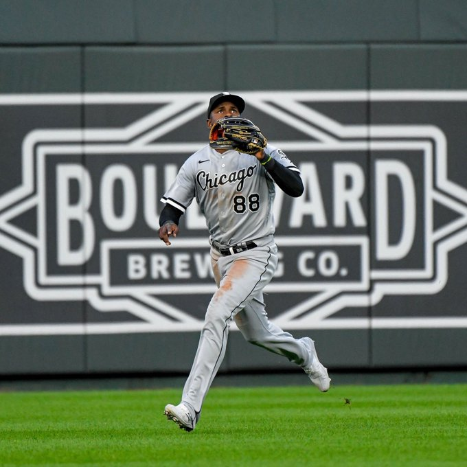 LUIS ROBERT FIELDING for the White Sox.